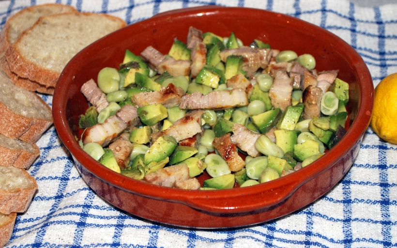 Broad beans with pork belly (3)